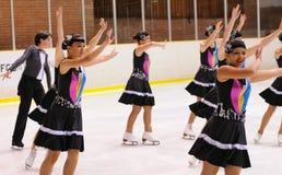 Het jonge team van een school van het schaatsen op ijs presteert bij de Internationale Kop Ciutat DE Barcelona Stock Afbeeldingen