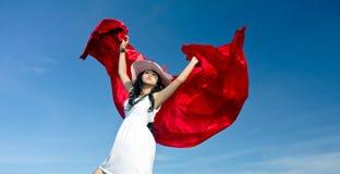 Het jonge vrij Aziatische meisje geniet van tijdens vakantie Royalty-vrije Stock Afbeeldingen