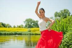 Het jonge vrouw dansen Royalty-vrije Stock Afbeelding