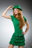 Het jonge vrouw dragen Royalty-vrije Stock Foto's