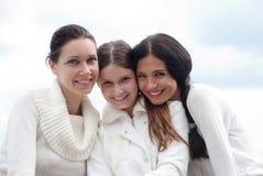 Het jonge vrouw drie genieten van Stock Afbeelding
