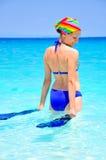 Het jonge vrouw gaan voor zwemt Stock Afbeeldingen