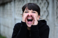 Het jonge vrouw gillen van vreugde Royalty-vrije Stock Foto's