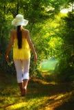 Het jonge vrouw lopen Stock Fotografie