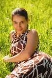 Het jonge vrouw ontspannen Royalty-vrije Stock Afbeelding