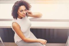 Het jonge vrouw ontspannen Stock Foto