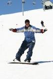 Het jonge vrouw snowboarding Stock Afbeeldingen