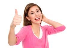 Het jonge vrouw tonen beduimelt omhoog Stock Afbeeldingen