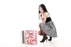 Het jonge vrouw winkelen stock foto's