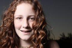 Het jonge vrouwelijke glimlachen Stock Fotografie
