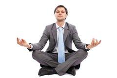 Het jonge zakenman mediteren Stock Afbeeldingen