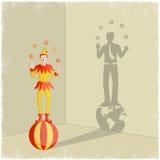 Het jongleren van clown met gietende schaduw van zakenman Royalty-vrije Stock Fotografie