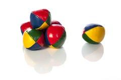 Het jongleren van met ballen met bezinning Stock Foto's