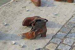 Het Joodse Gedenkteken van de Schoenoorlog op de Rivier van Donau Stock Afbeeldingen