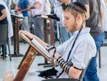 Het Joodse mens bidden Stock Foto