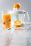 Het jus d'orange is het beste ontbijt Stock Afbeeldingen