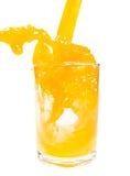 Het jus d'orange pored in glas royalty-vrije stock afbeelding