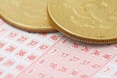Het Kaartje en de muntstukken van de loterij Royalty-vrije Stock Afbeelding
