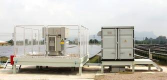 Het Kabinet van de Solarfarmomschakelaar en Transformatorwerf Stock Foto's