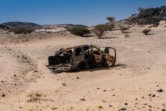 Het kader van de gebrande autokant van de weg Almardamah-Road, Saudi-Arabië stock afbeeldingen