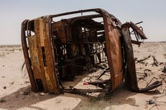 Het kader van de gebrande buskant van de weg Makkah Al Mukarramah Road, Saudi-Arabië stock foto's
