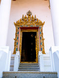 Het kader van de gipspleisterdeur met geschilderd goud Royalty-vrije Stock Afbeelding