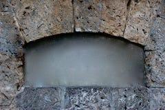Het kader van de steenoverwelfde galerij, schoon geborsteld centrum stock afbeelding