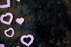 Het kader van de valentijnskaartendag - raad van purpere harten Royalty-vrije Stock Afbeelding