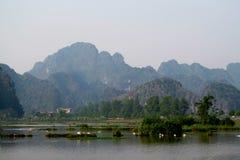 Het kalksteenlandschap van Ninhbã¬nh Stock Foto's