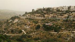 Het kalme landschap bestond uit heuvels en bomen stock afbeeldingen