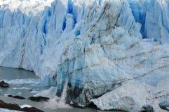 Het kalven ijs Stock Foto's