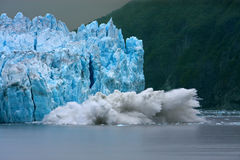Het Kalven van de Gletsjer van Hubbard stock afbeeldingen