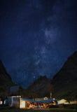 Het kamp van de Annapurnabasis op de nacht en de melkachtige manier Royalty-vrije Stock Foto