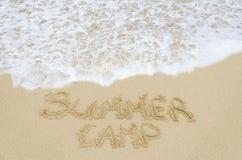 Het Kamp van de tekenzomer op het zandige strand Stock Afbeeldingen