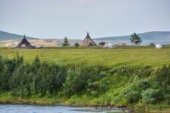 Het kamp van rendierherders in het Polaire Natuurreservaat van Oeralgebergte royalty-vrije stock fotografie