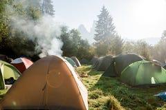 Het kamp van toeristententen royalty-vrije stock fotografie