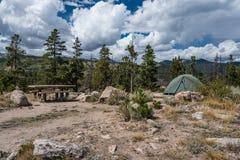 Het Kampeerterrein van het gletsjerbassin, Rocky Mountain stock fotografie