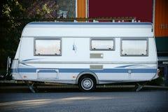 Het kamperen aanhangwagen royalty-vrije stock fotografie