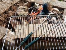 Het kamperen BBQ van steen wordt gemaakt die Stock Foto