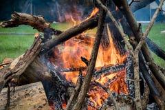 Het kamperen brand Stock Afbeeldingen