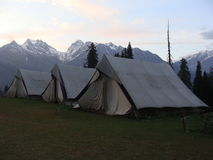 Het kamperen in de tenten Stock Afbeeldingen