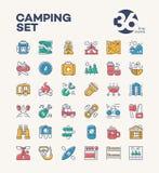 Het kamperen en wandelingspictogrammen geplaatst kleurenstijl die uit kamp bestaan Stock Fotografie