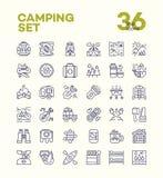 Het kamperen en wandelingspictogrammen geplaatst lijnstijl die uit kamp bestaan Royalty-vrije Stock Foto's