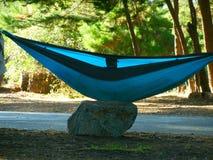 Het kamperen in Hangmatten bij Grote Sur-Kustlijn Royalty-vrije Stock Afbeeldingen