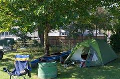 Het kamperen met kano Stock Afbeeldingen