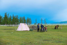 Het kamperen in Mongolië stock foto's