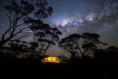 Het kamperen onder de melkachtige manier australië Royalty-vrije Stock Foto
