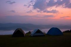 Het kamperen op de berg in Nan Thailand. royalty-vrije stock foto