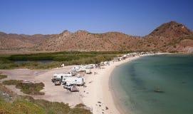Het kamperen op het strand Stock Foto