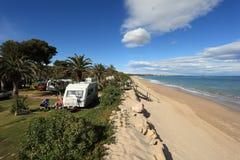 Het kamperen plaats op het strand, Spanje Stock Afbeeldingen